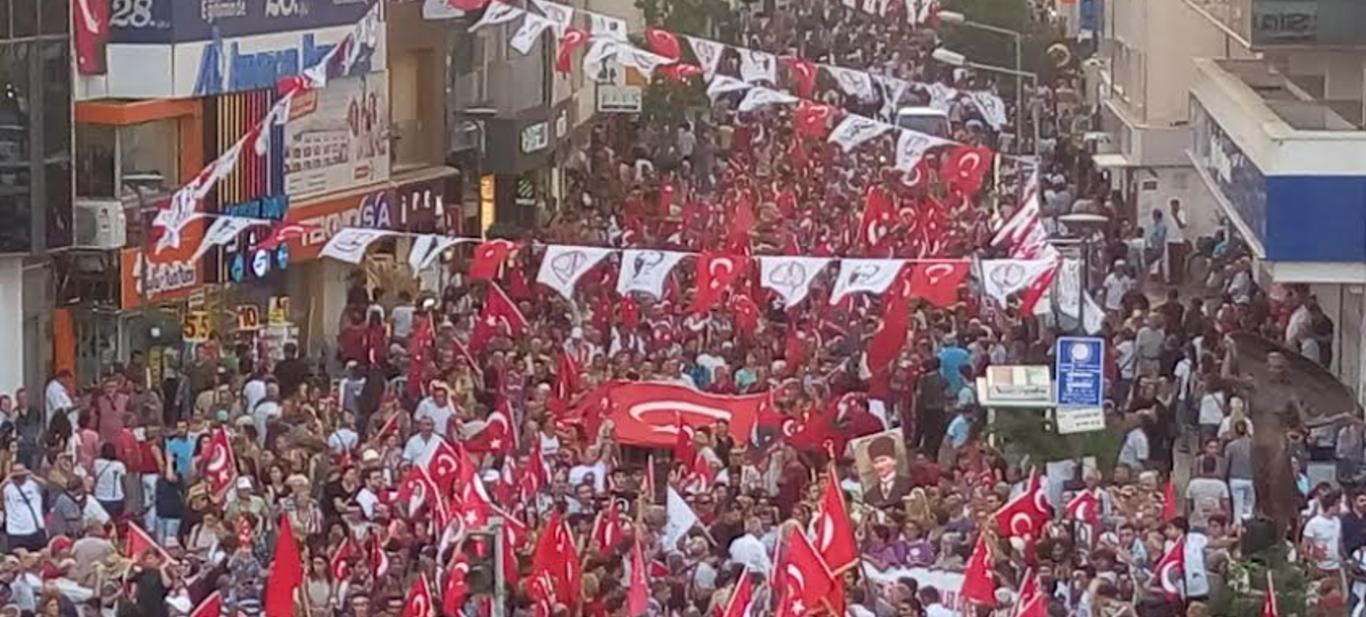 Karşıyaka'da,On Bin Mustafa Kemal'in Askeri Yürüdü!