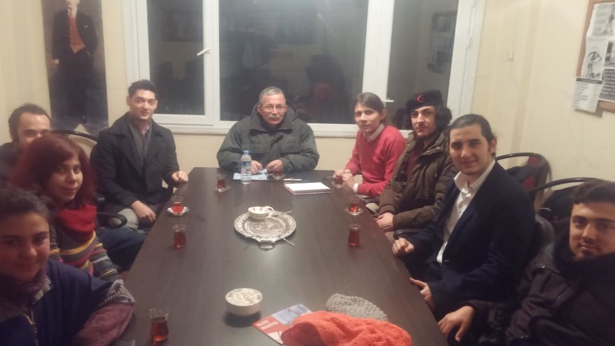"""TGB Yalova İl Örgütü ODTÜ Öğretim Görevlisi Yıldırım Koç'un katılımcısı olduğu """"Cumhuriyet Kazanımları"""" konferansının ardından Yıldırım Koç ile birlikte gündem değerlendirmesi yaptı."""