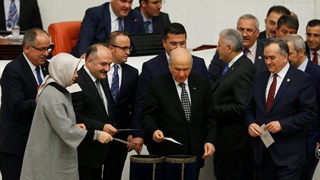 4 Maddede MHP'de Başkanlık Krizi