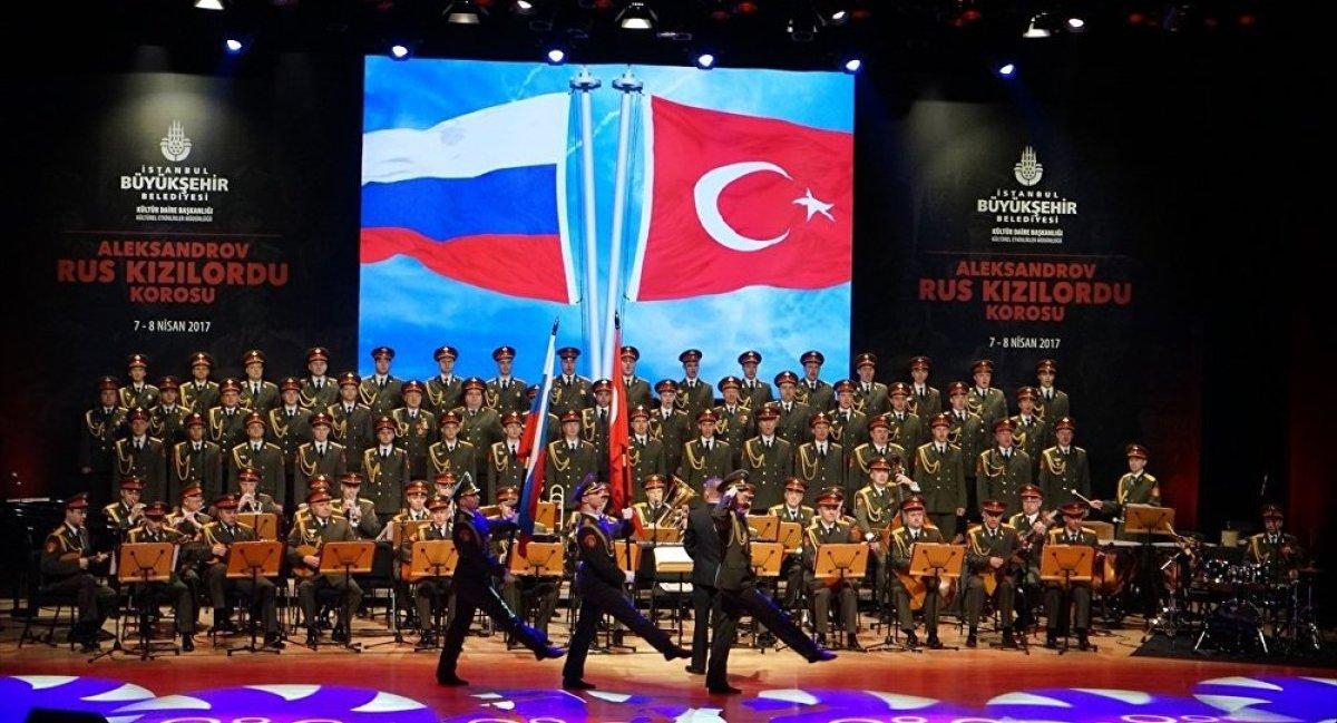Kızıl Ordu Korosu'ndan Atatürk'e selam!