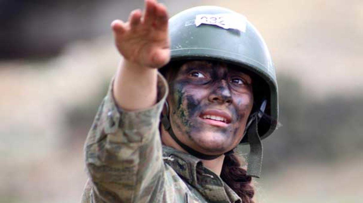 İlk kadın komando eğitime başladı