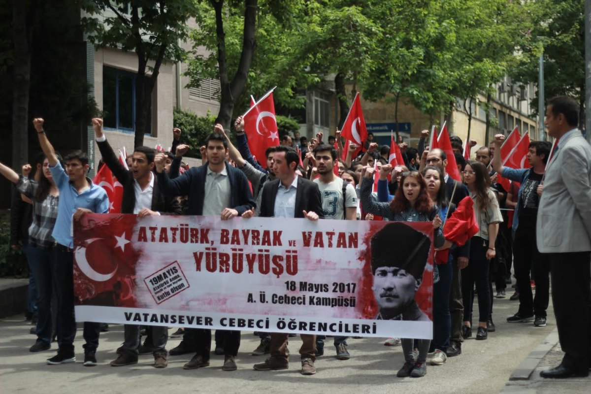 """Cebeci'nin vatansever öğrencileri """"Atatürk ve Bayrak"""" için yürüdü!"""