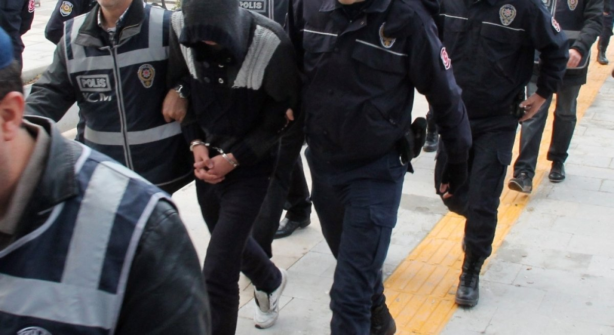 IŞİD'den aranan kişiye 'FETÖ'den gözaltı