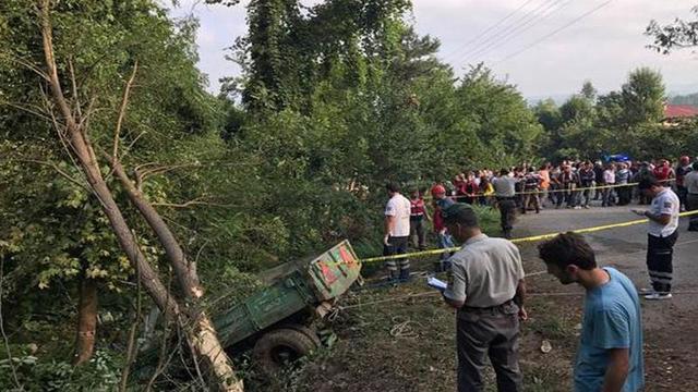 İşçileri taşıyan traktör devrildi: 7 ölü 20 yaralı