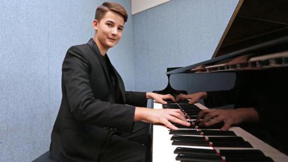 13 yaşındaki piyanist Kaan dünya birincisi oldu