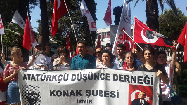 İzmir Kürdistan referandumuna karşı ayakta!