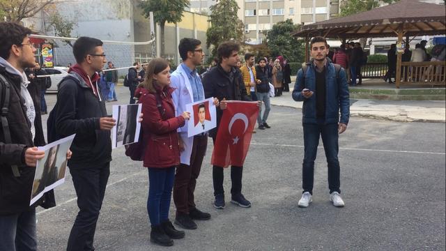 İstanbul Tıp Fakültesi öğrencileri intihar eden meslektaşlarını andı