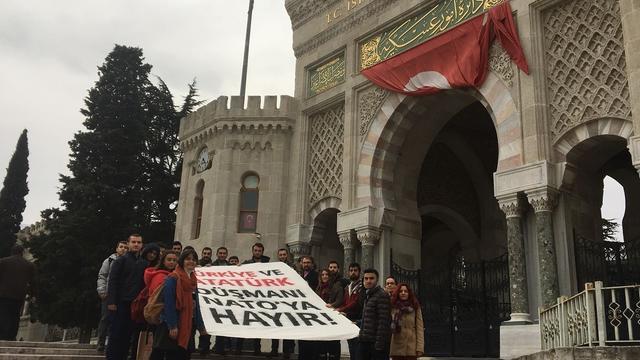 İstanbul Üniversitesi ADK'dan NATO'ya Hayır Pankartı!