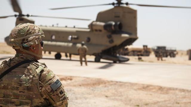 ABD IŞİD'li teröristleri helikopterle taşıyor