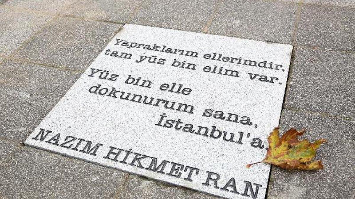 Nazım'ın şiirleri Kadıköy sokaklarında