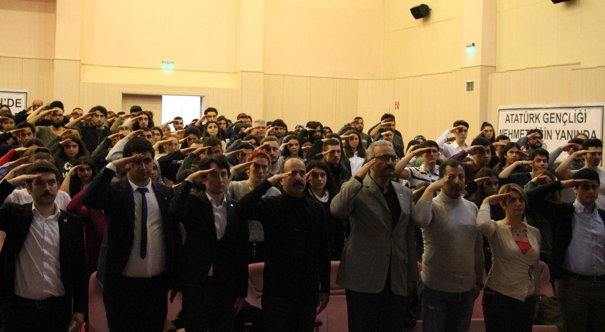 Ege Üniversitesi öğrencilerinden Mehmetçiğe selam!