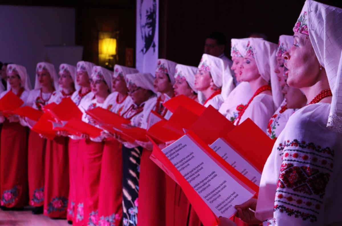Ukraynalı kadınlar Çanakkale şehitleri için söyledi