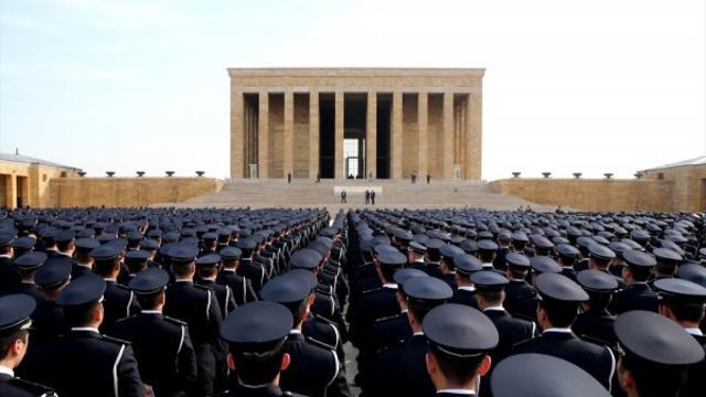 Türk polisi 173. yıl dönümünde Anıtkabir'de!