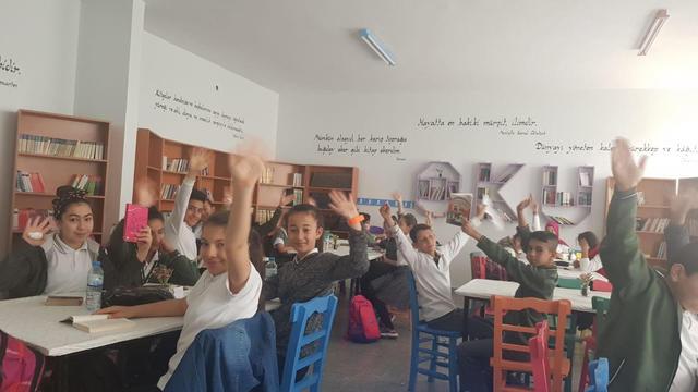 Hayat değirmenine su köy okullarına kitap taşıdılar!
