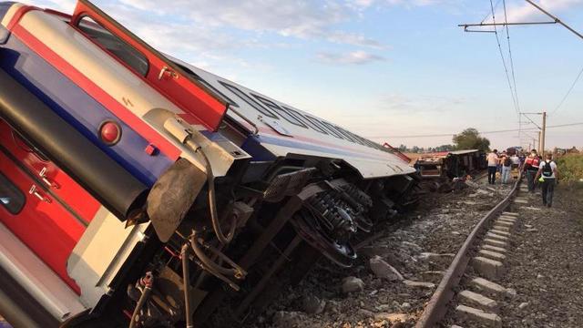 Tekirdağ'dan acı haber: Yolcu treni devrildi!