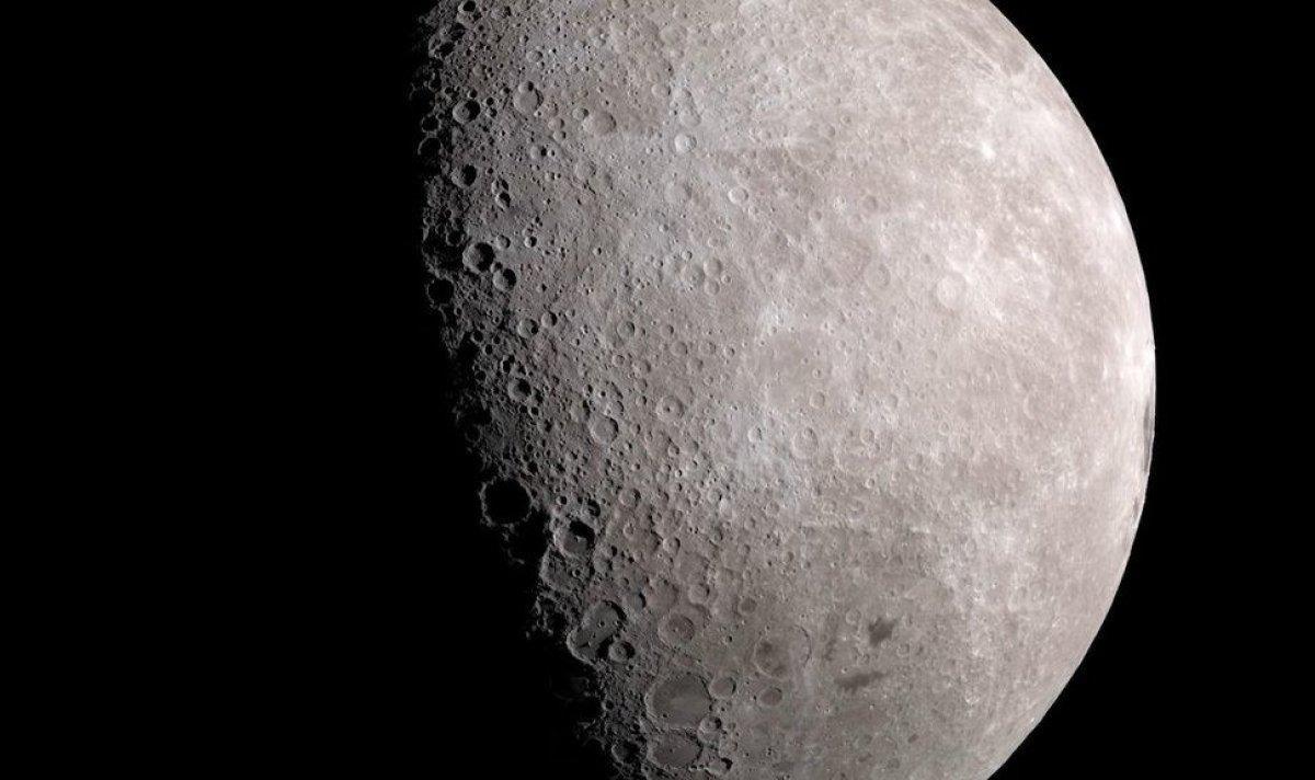 Ay'ın kutuplarında su buzulları keşfedildi!