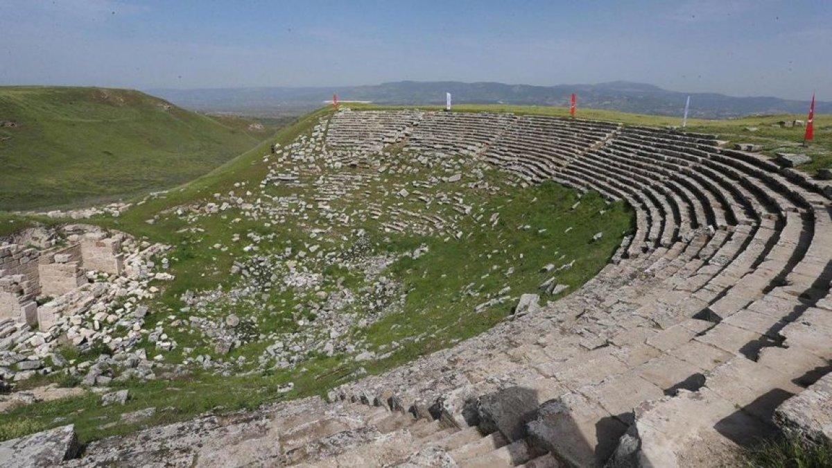 2 bin 200 Yıllık Antik Tiyatro Sanata Kazandırılıyor