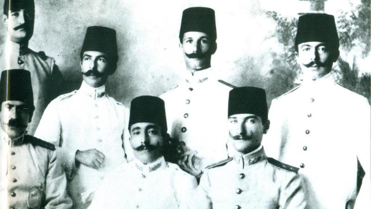 Geleceği inşa edecek gençlik ve genç Atatürk