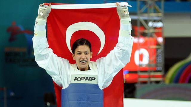 Nur Tatar'dan Gururlandıran Başarı