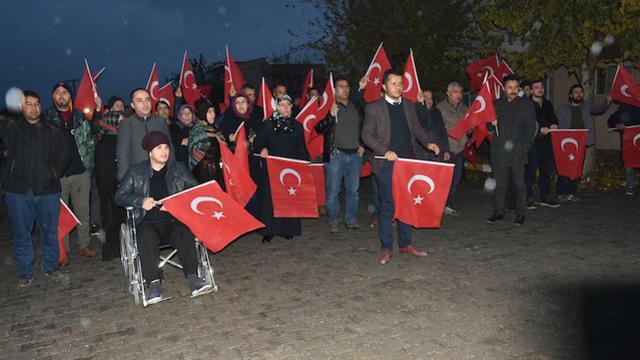 Sınır Noktasında Mehmetçiğe Bayraklı Destek