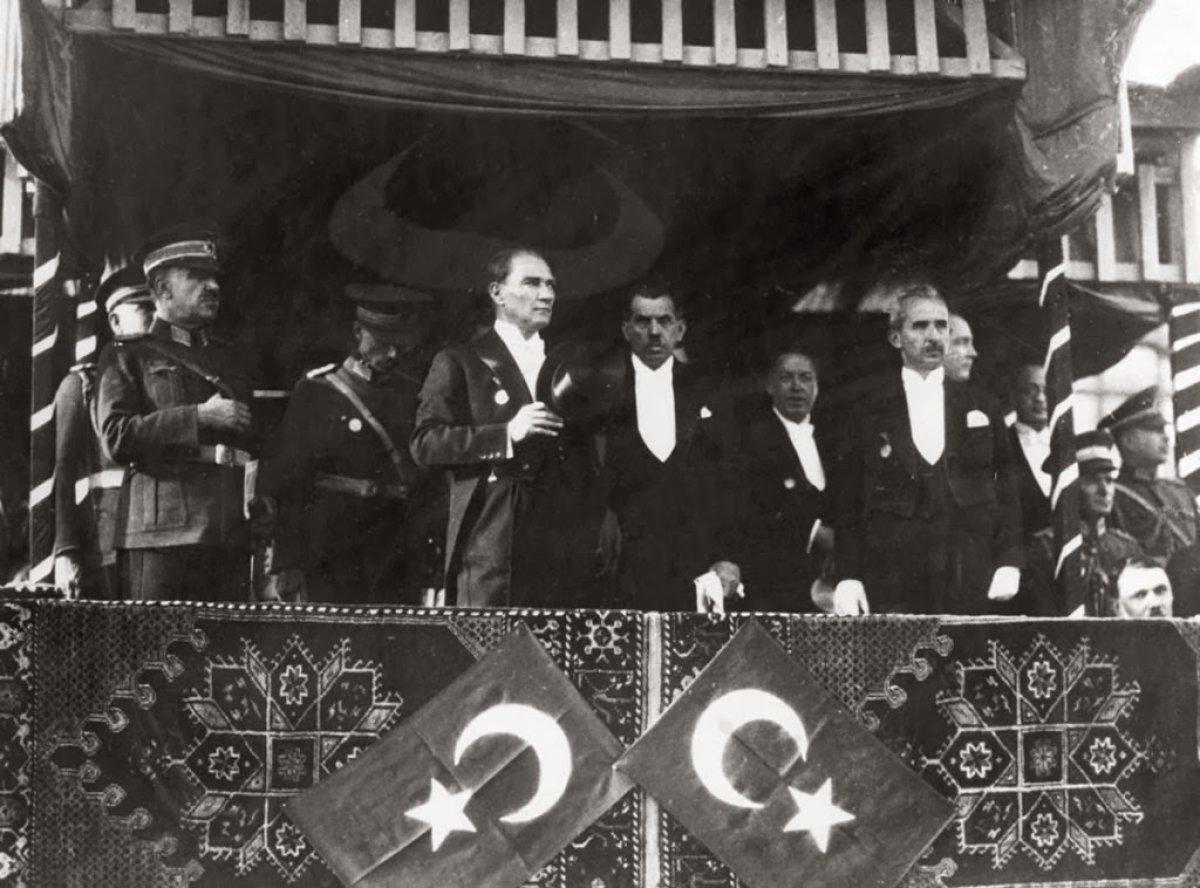 İnsanlık Yaşadıkça Atatürk Yaşayacaktır