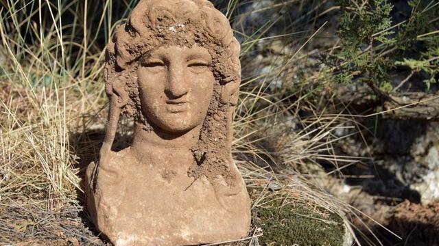Makedon İmparatoru Büyük İskender'in Heykeli Bulundu