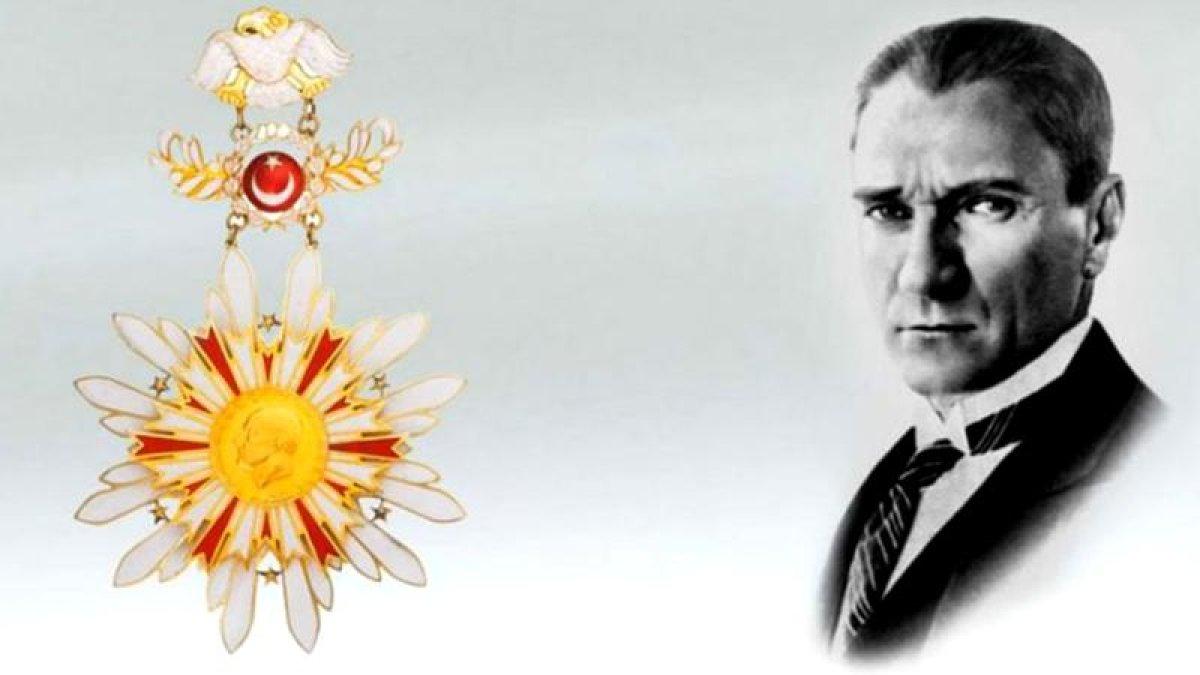Danıştay'dan Karar: Atatürk Kaldırılamaz!