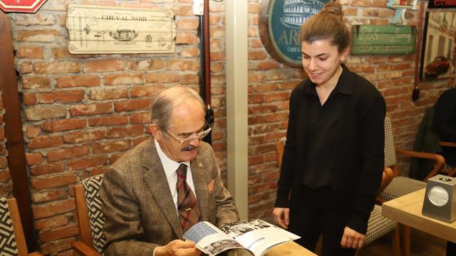 Yılmaz Büyükerşen Kırmızı Beyaz Okuyor