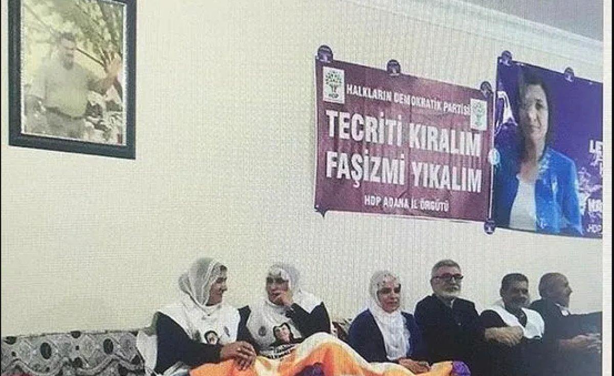 HDP'li Vekiller Öcalan Posteri Altında Açlık Grevinde