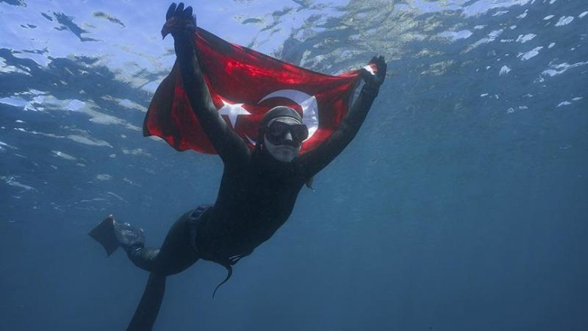 Milli Sporcu Şahika Ercümen Antarktika'da Tarihe Geçti