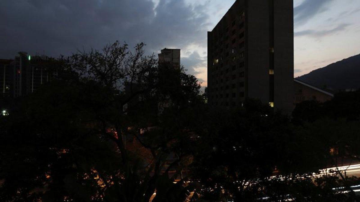 ABD Venezuella'nın Elektriğini Kesti