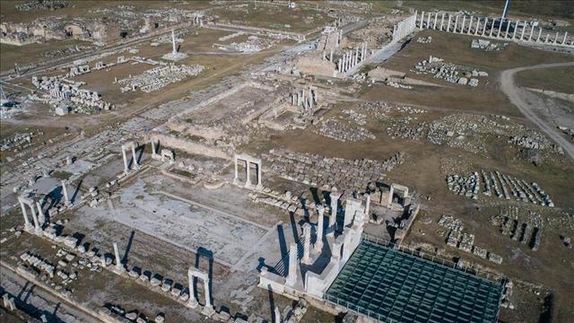 Anadolu'nun En Büyük Antik Stadyumun Önü Açılıyor