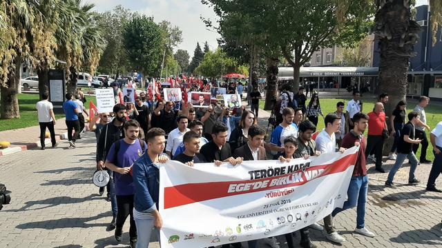 Ege Üniversitesi'nde Teröre Karşı Birlik Yürüyüşü