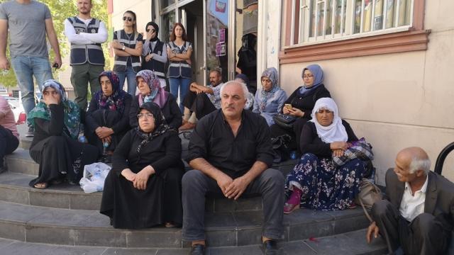 """Diyarbakır'lı Ailelerden Tepki: """"Siz Kimin Öğretmenisiniz?"""""""