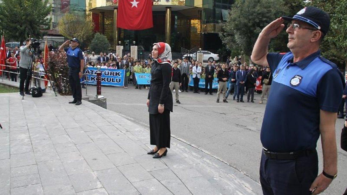 HDP'li Belediye Başkanvekili İstiklal Marşını Okumadı!