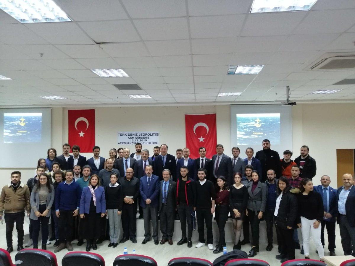 Yalova Üniversitesi Öğrencileri Cem Gürdeniz'le Buluştu