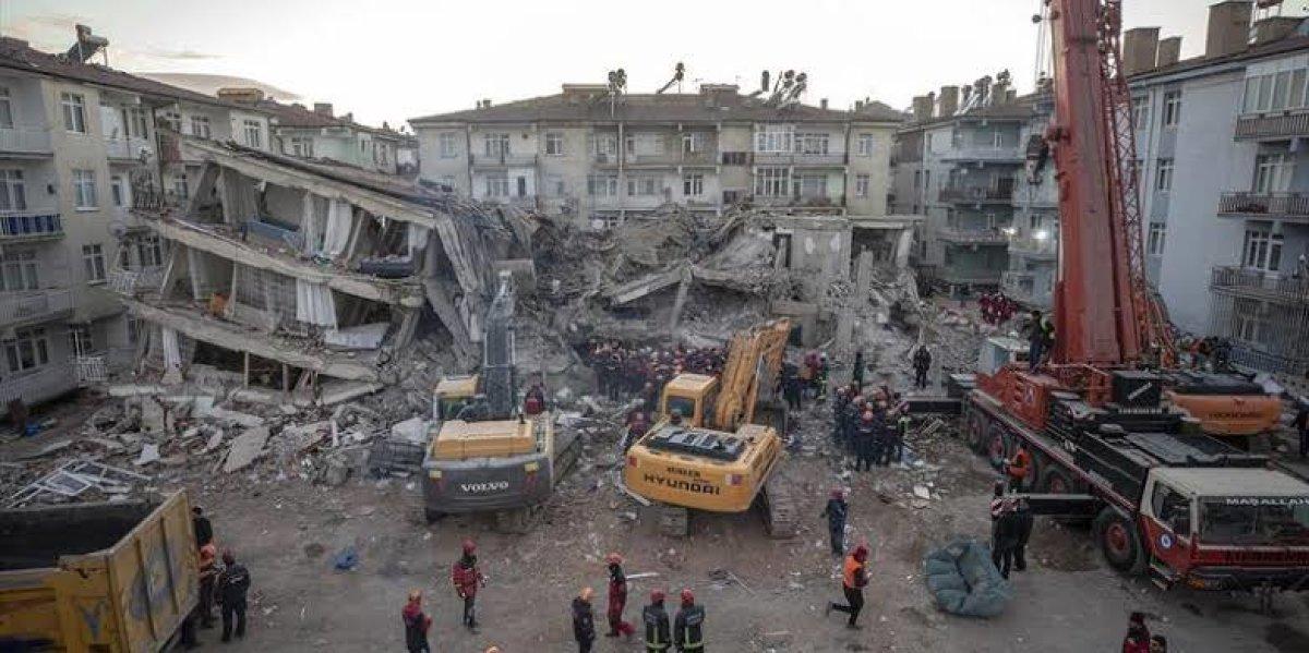 Vicdanları Yıkan Deprem
