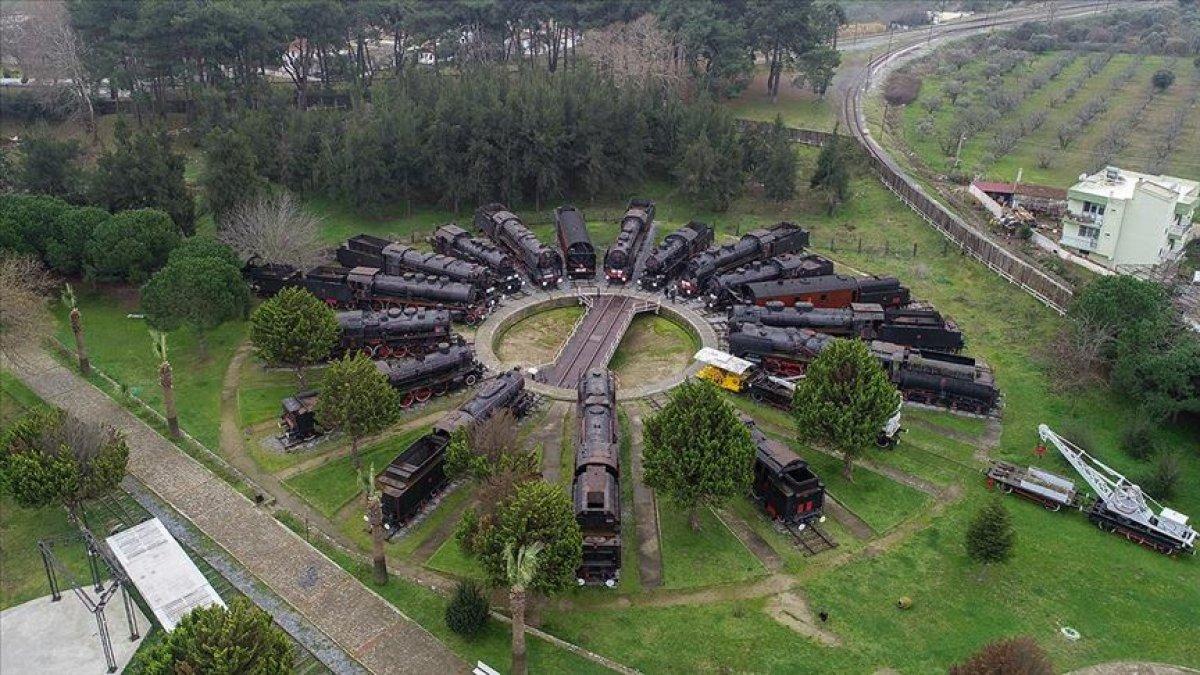 Kara Trenler İzmir'de Açık Hava Müzesinde