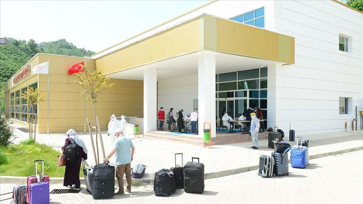 Amerika'daki 354 Türk Vatandaşı Türkiye'ye Getirildi