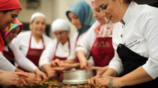 Mardinli Kadınlar 13 BinYıllık Buğdayla Rekor Kırdılar