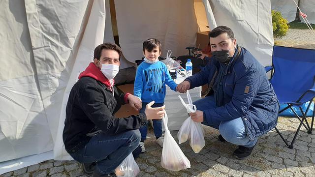 İzmir Depreminde Gayret ve Vefanın Genç Elleri