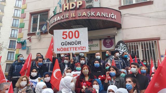 TGB, Öncü Kadın ve CKD, Vatan ve Evlat Nöbetinin 500. Gününde Diyarbakır'da
