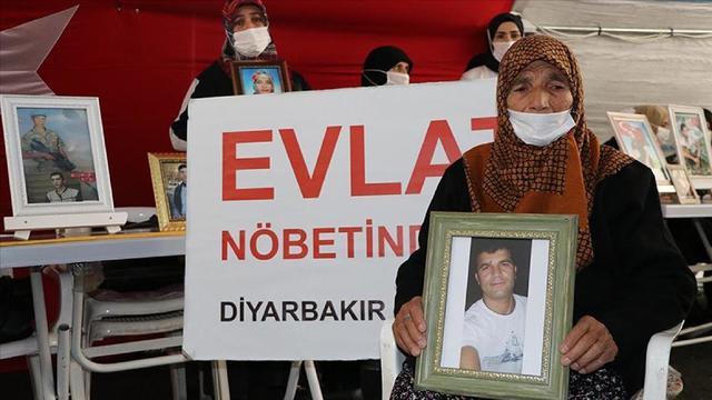 Sanatçılar Diyarbakır Annelerini selamlıyor