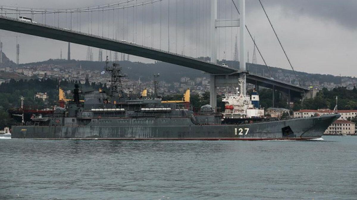 Türkiye, Montrö Boğazlar Sözleşmesi'ni hassasiyetle uygulayarak bugüne kadar Karadeniz'deki barışın kilit ülkesi oldu. Öyle ki, 1952-1989 arasında Karadeniz'de bir NATO tatbikatı yapılmasına dahi izin vermedi. Güney Osetya krizi sırasında, Gürcistan'a yardıma giden Amerikan askeri hastane gemileri boğazlardan geçemedi. Türkiye'yi aldatmak için ticari gemi görünümü verilmiş hiçbir askeri unsur Karadeniz'e sokulmadı. 2000 yılından itibaren ise denizde güven ve güvenlik artırıcı işbirliği projeleri hayata geçirildi. Karadeniz Deniz İşbirliği Görev Grubu (BLACKSEAFOR), Karadeniz Uyumu Harekatı (Blacksea Harmony), Karadeniz Sahil Güvenlik ve Sınır Güvenlik İşbirliği Forumu (BSCF), Karadeniz'de Güven ve Güvenlik Artırıcı Önlemler (CSBM in the Naval Field) gibi kıyıdaş ülkelerin ortak faaliyet alanları yaratıldı. Böylece Türkiye, Deniz Kuvvetlerimizin büyük çabalarıyla inşa edilen bu işbirlikleri sayesinde, Karadeniz'de 'güvenilir arabulucu' rolünü üstlendi.