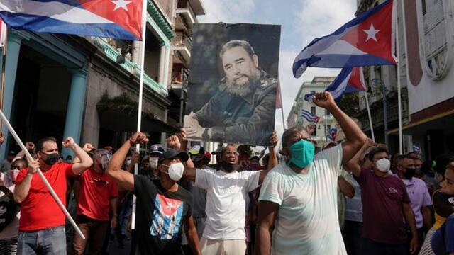 On binlerce Kübalı ABD'ye meydan okudu
